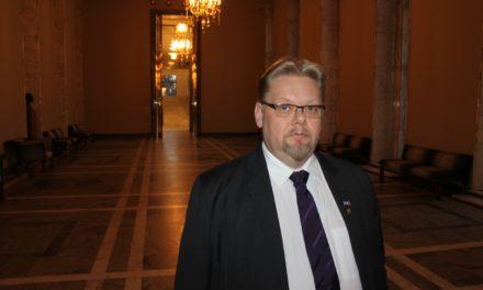 Tiedote: Edustaja Ronkainen (ps) teki kirjallisen kysymyksen ensihoitajiin kohdistuvasta väkivallasta
