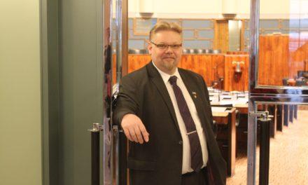TIEDOTE: Edustaja Ronkainen teki kirjallisen kysymyksen turvapaikanhakijoiden opiskelusta