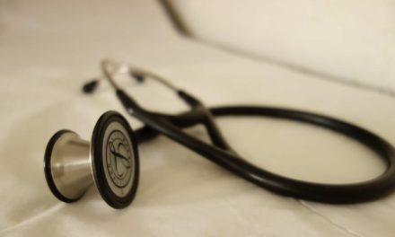 TIEDOTE: PS:n Ronkainen jätti lakialoitteen vakuutuslääkärijärjestelmän muuttamiseksi